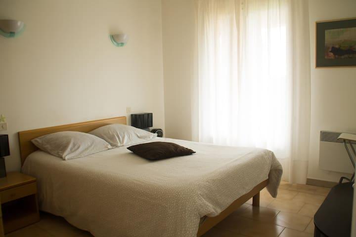 Chambre 1  avec 1 lit double