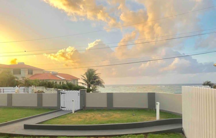 SEA DREAM HOUSE Spacious Oceanview One Bedroom Apt