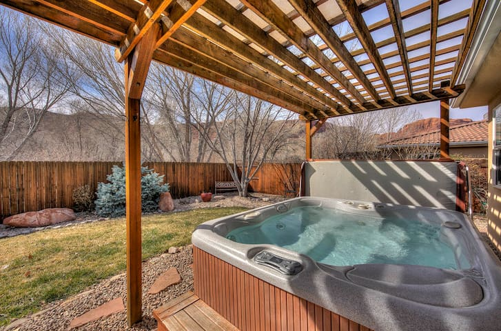 Downtown Retreat W/ Private Hot Tub & On-Site Pool