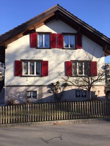 Doppelzimmer in gemütlichem Einfamilienhaus - Bad Ragaz - Dům