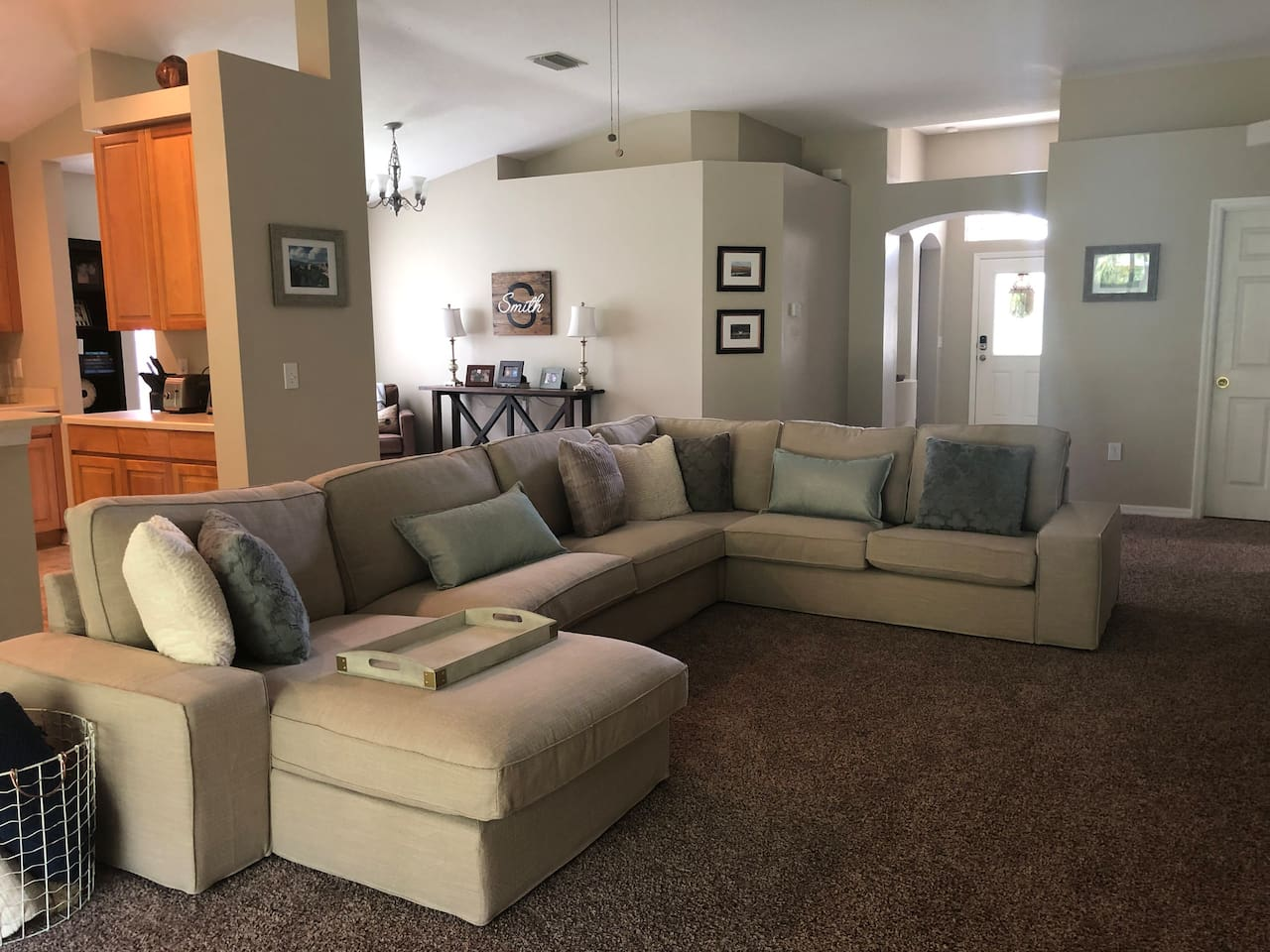 Living room/kitchen/entryway