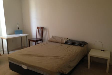 Bedroom with full bath Close to RTP and RDU - 摩利斯维尔(Morrisville) - 独立屋