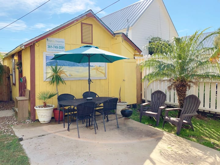 YELLOW FIN, OLD TOWN, Sleeps 4, PET FRIENDLY