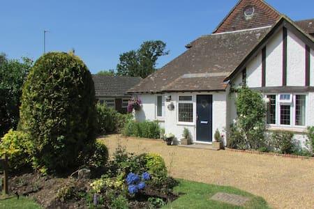 DAISY ROOM - Bramble Cottage Bolney Haywards Heath