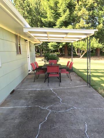 Vineyard Country Home Retreat