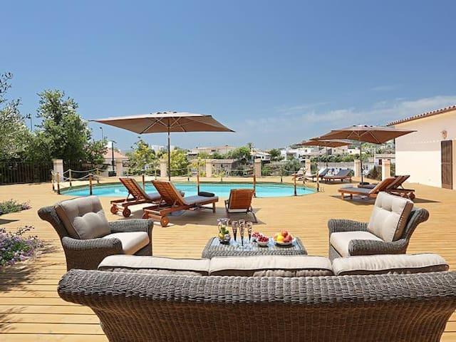 Seven suites villa