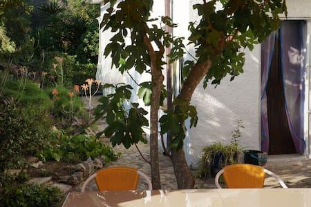 Wohnung mit großem Garten, 3 Minuten zum Strand - L'Escala - Appartement