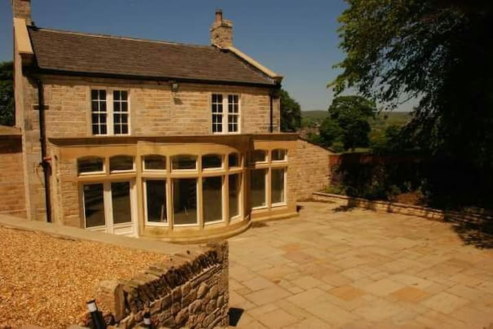 16th Century house with lake garden - Littleborough - Casa
