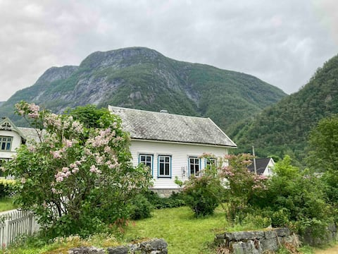 Cozy house with amazing hiking opportunities