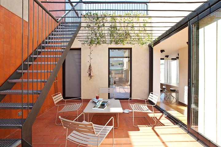 Quirky 2 Bed Penthouse + Terraces