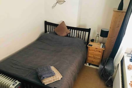 Double Room, great facilities & ideal location!