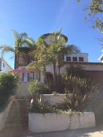 2 Bedrooms -Close to LAX & Beach