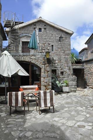 Tici - rustikales Steinhaus (200J.) - Lustica - House