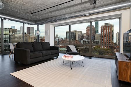 Kasa | Chicago | Premiere 2BD/2BA South Loop Apartment