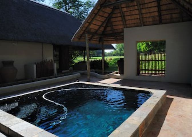 Impisi Lodge Safari and Golf Guesthouse