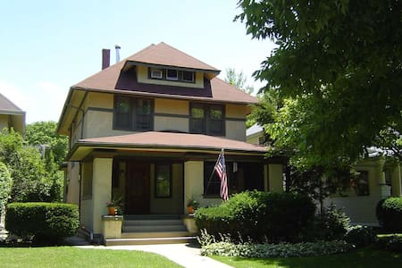 Antique Filled Home - Oak Park - Casa
