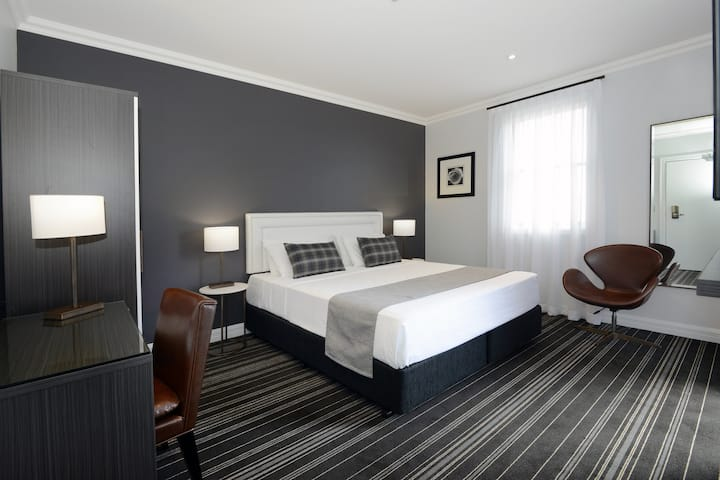 Perouse Lodge - King Room
