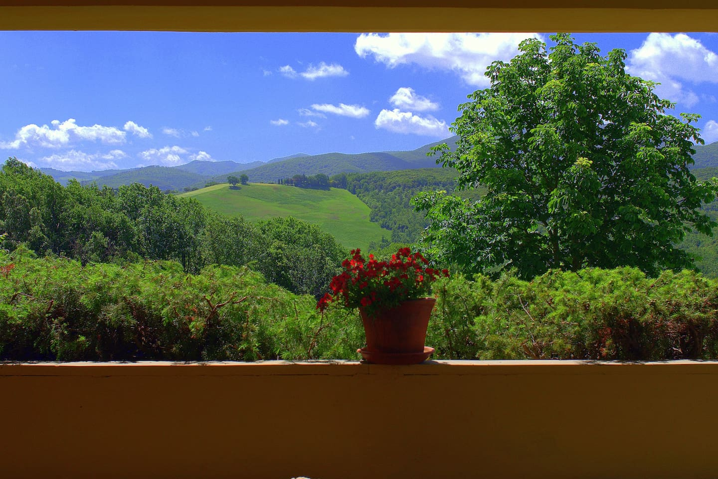A terrace with a view on the Tuscan Hills