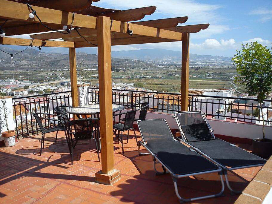 Roof terrace with sun chairs, bbq and wifi