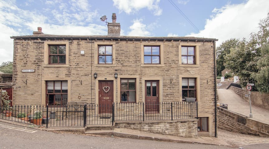 Bridge end, cottage in the heart of ripponden