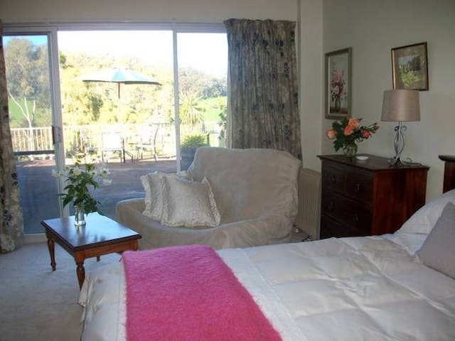 """Sundance""  Adelaide Hills B and B - Adelaide Hills - Bed & Breakfast"
