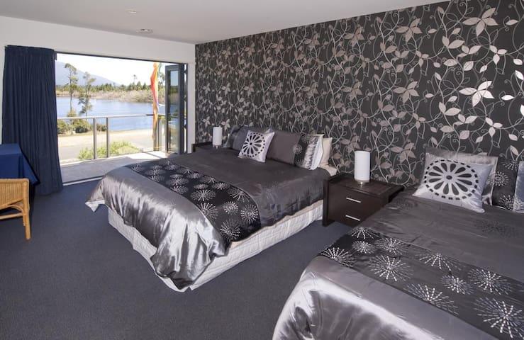 Aldamere Lakeside B&B/Lake Brunner Deluxe Room