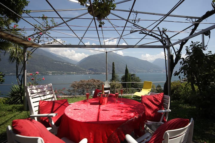 RED HOUSE - Lake Como - Cremia - Rumah