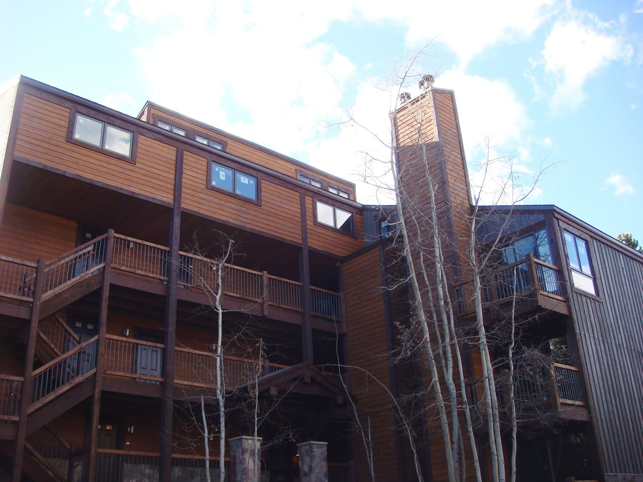 Mountain modern building with all the amenities; walking distance to slopes and Main Street