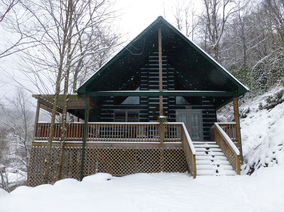 Riverside luxury in mnt playground cabins for rent in for Winter cabin rentals north carolina