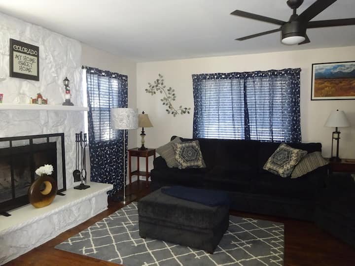 Remodeled Home walk to Littleton Old Town, LRail