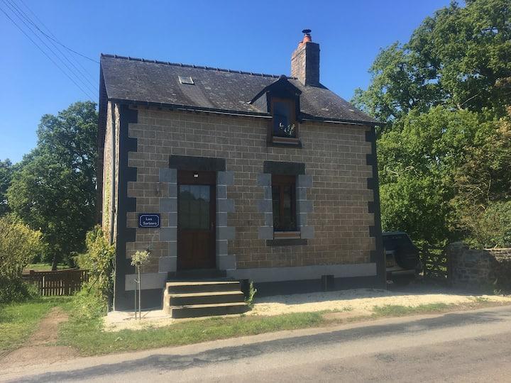 Joyful petite maison recently fully refurbished
