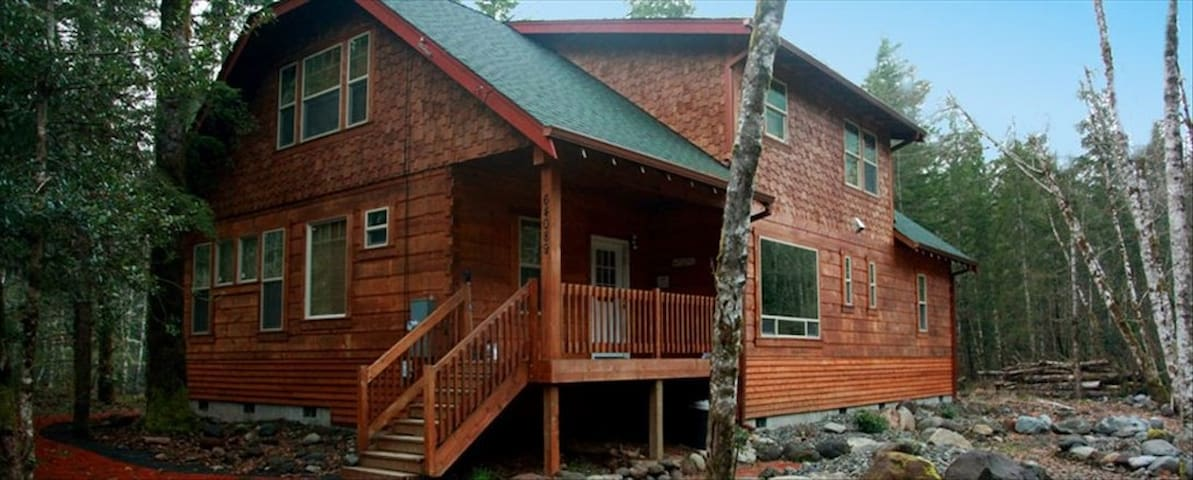 Gorgeous Mt Hood Log Home on river - Mount Hood Village