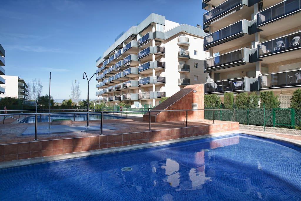 1 apartamento junto al mar apartamentos en alquiler en vila seca catalu a espa a - Piscinas vilaseca ...