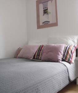 Schönes ruhiges Zimmer mit Miniküche