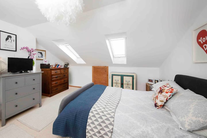 Bright and Airy double loft room in West Norwood.