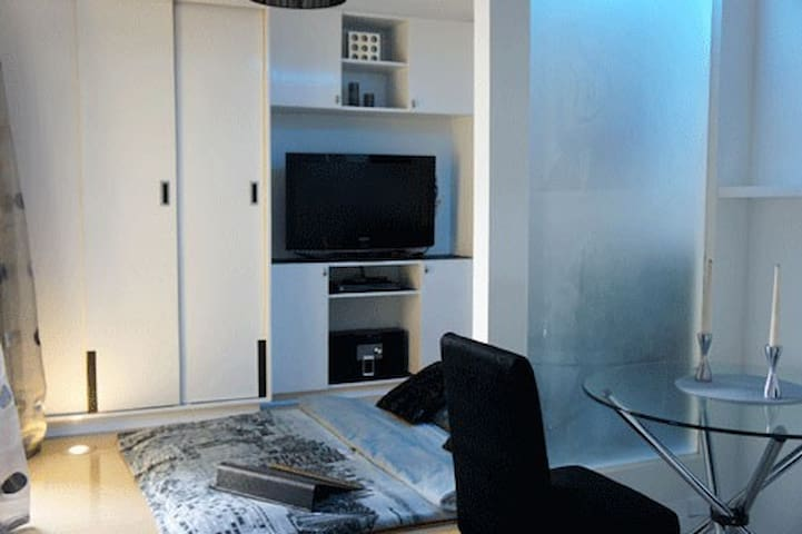 Modern Studio Flat Tomas Morato QC - Quezon City - Wohnung
