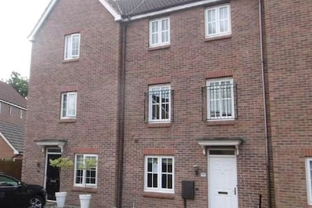 Room to let in Modern shared house - Burton-on-Trent - Dům