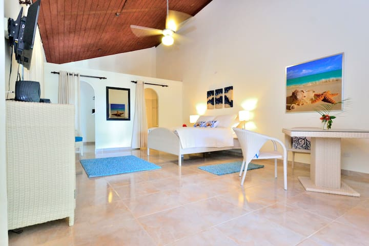 new room right in the center of Sosua - Sosua - House