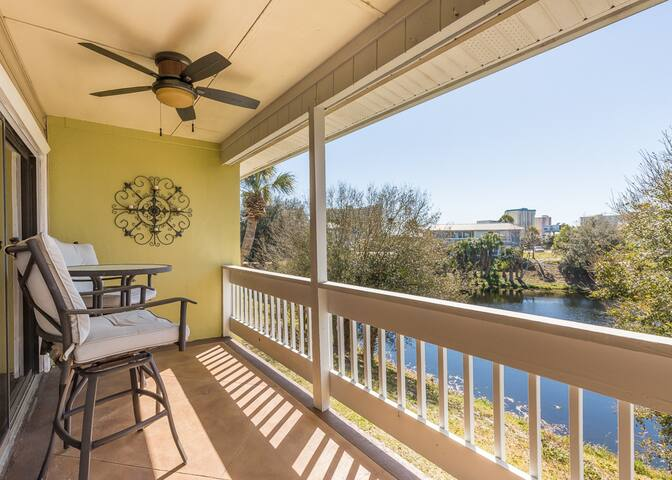 Lakefront condo with shared pools, tennis, balcony - beach nearby!