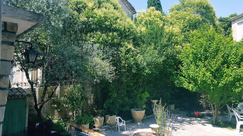 Jardin qui vous permettra de profiter d'un bel extérieur pour détente et repas