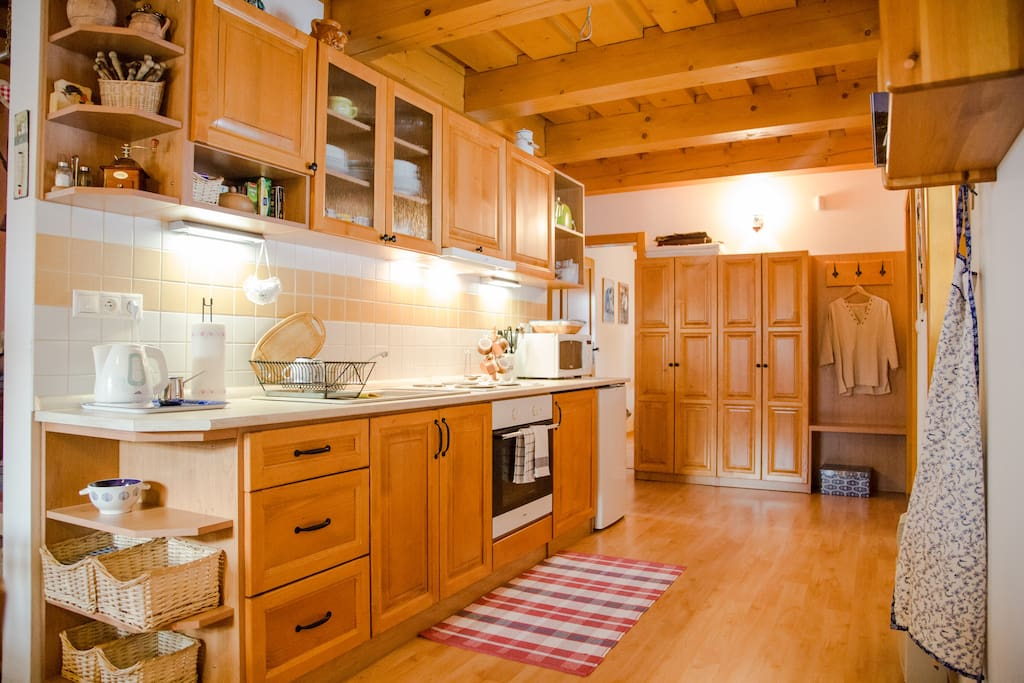 Fully equipped kitchen located in downstairs appartment