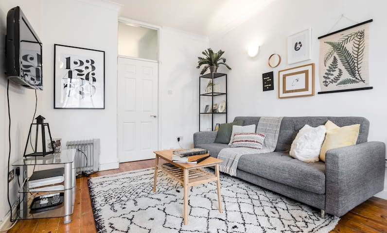 Super Soho Location - Super chic 2 bedroom flat!