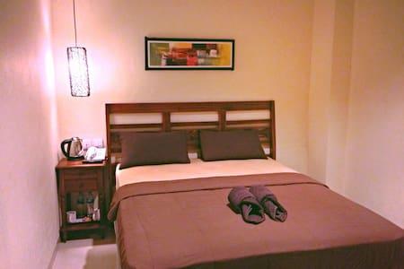 Cozy budget private room in Kuta 1 - Kuta - Bed & Breakfast