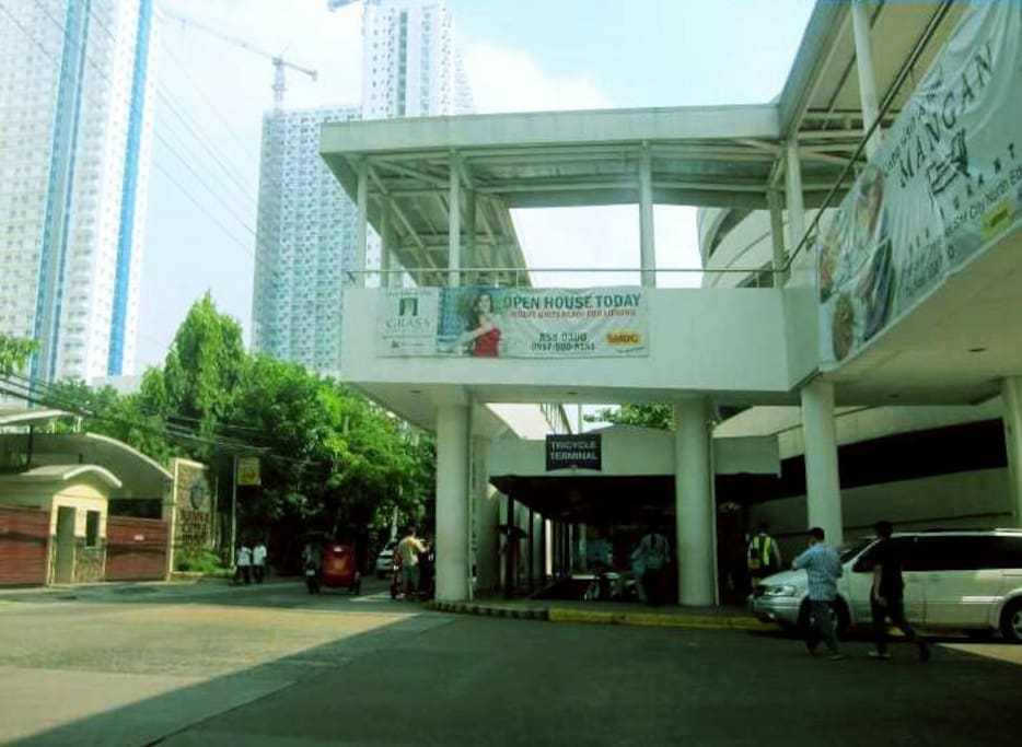 ☆Executive Bridgeway to SM North Edsa Mall☆