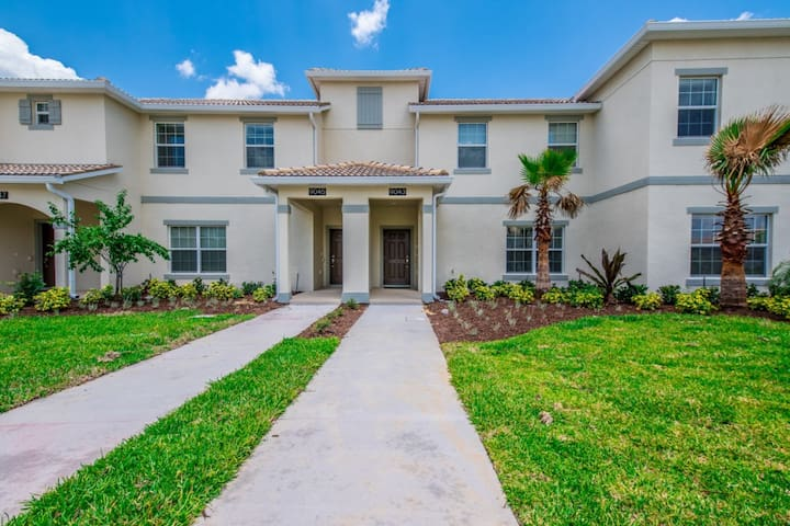 Gorgeous TownHome, Terrific Amenities-9043DL