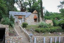 Charming Uptown Stone Chalet~ 2 min to Bathhouses