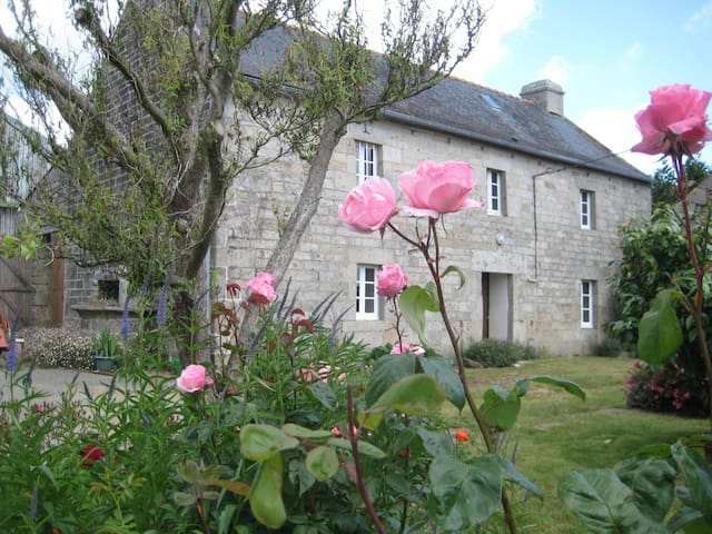 Maisonnette bretonne traditionnelle - Edern - Penzion (B&B)