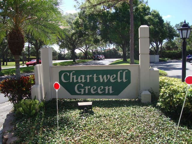 Lovely 2 Bed 2 Bathroom Condo in a quiet lush area overlooking the pool