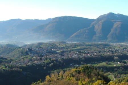 Tuscan House with Views Near Barga - Barga