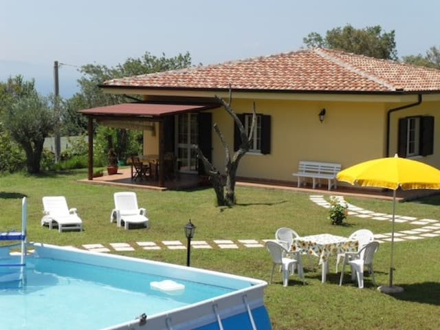 Villa near sea in quiet area, with pool garden - Ricadi - Vila